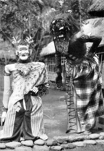 Riesenpuppentanz, eine Volksbelustigung in Südost-Bali | by collection of old photos