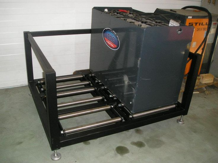 Stojak na baterie trakcyjne. Prosta wymiana akumulatorów w wózkach widłowych. Batery stand, safe energy.