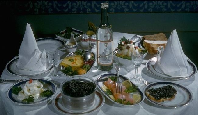 Enjoy your meal! / Приятного аппетита!