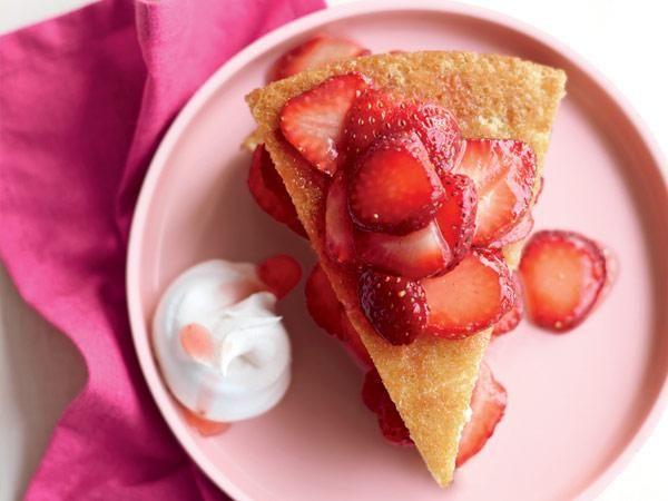 Farmers' Market Recipe Finder: Strawberries: Strawberry Sponge Shortcake http://www.prevention.com/food/healthy-recipes/farmers-market-recipe-finder-strawberries?s=16&cm_mmc=Recipe-of-the-Day-_-1722434-_-06032014-_-strawberry-chicken-salad-Image