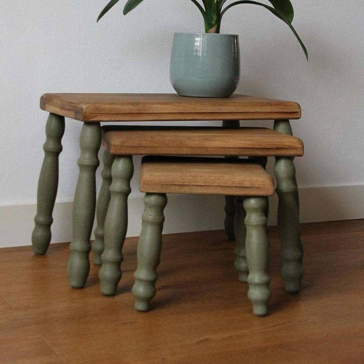 Nest of 3 solid wooden oak side tables (partly) in old green shabby chic style door KijkMaris op Etsy
