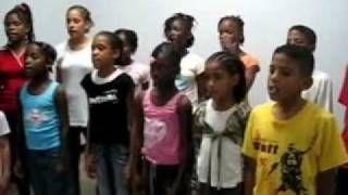 Bigi kaiman kinderkoor Suriname langzaam