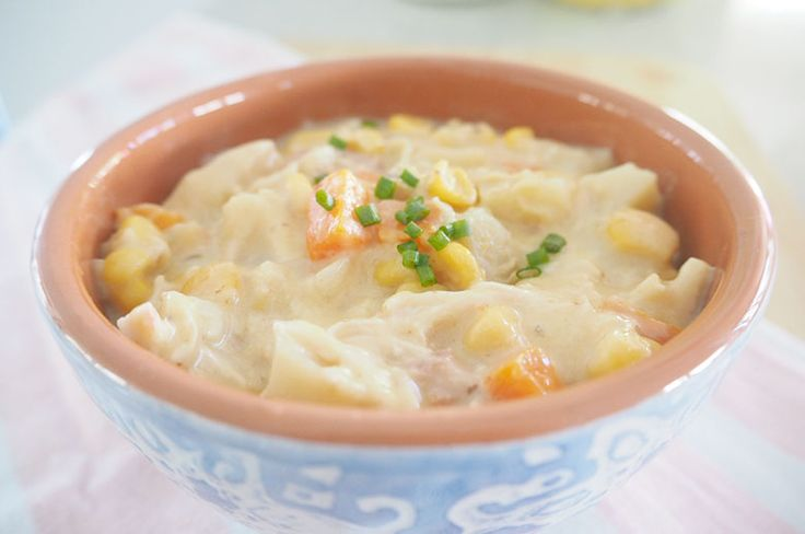This chicken and corn chowder is a scrumptious thick and chunky soup, which fills up those hungry bellies a little more than a pureed type of soup.