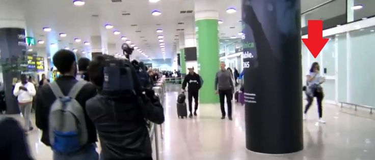 Noticias ao Minuto - Bruna Marquezine é flagrada em aeroporto de Barcelona com Neymar