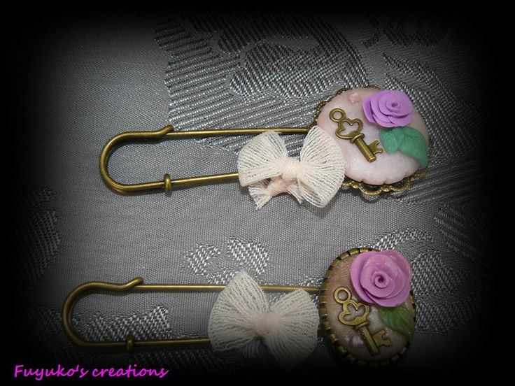 vintage pin -polymer clay-