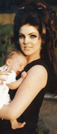 Lisa Marie Presley and Elvis Presley. Lisa Marie Baby Photos #elvisserendipity