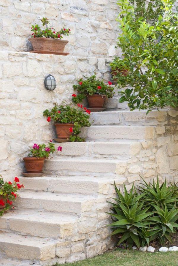 treppe pflanzen d rrefest eingetopft rot blumen mediterran. Black Bedroom Furniture Sets. Home Design Ideas