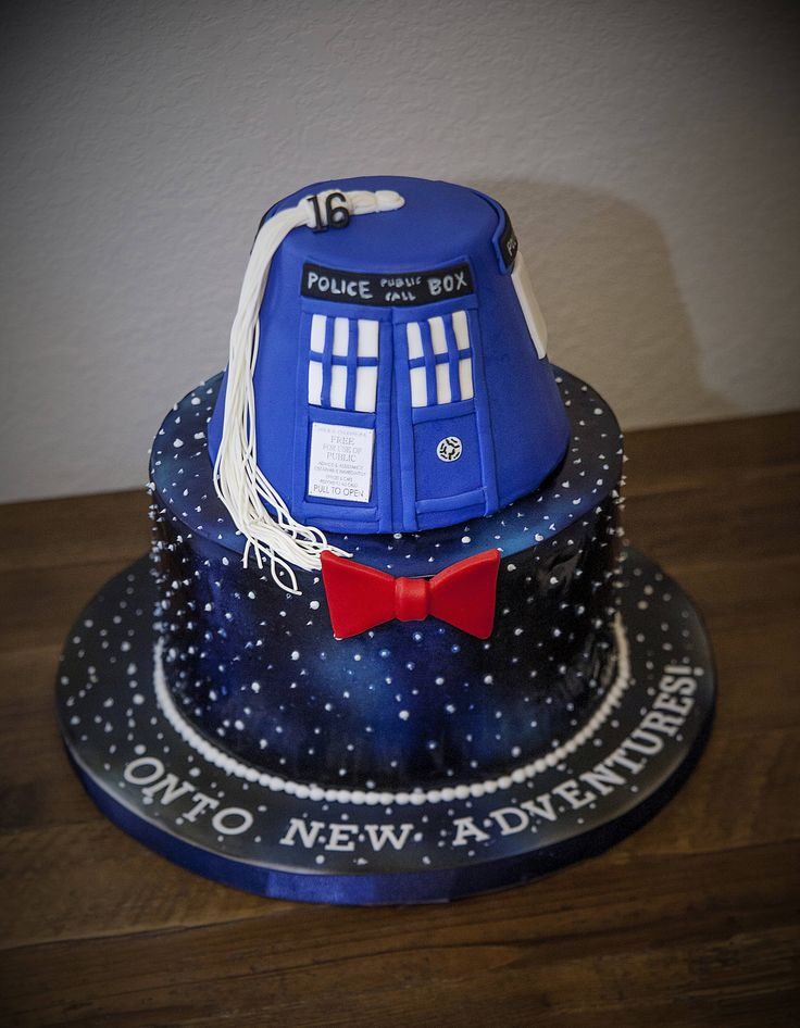 The best kind of a graduation cake!   #DoctorWho #Cakes