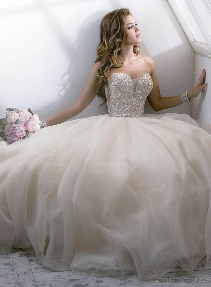 Dreamy Ball Gown 2014 New Arrival Style V-neck Lace Wedding Dress at Promgirlshop.com