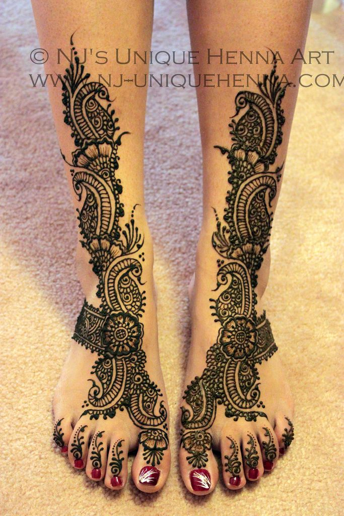 Beautiful henna feet!