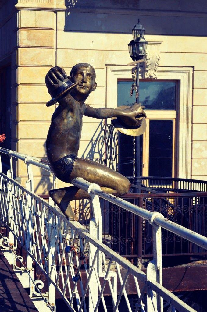 памятник мальчику, прыгающему с моста в реку (Кутаиси) . / Kutaisi, Georgia