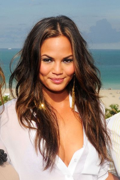 how to get chrissy teigen hair color