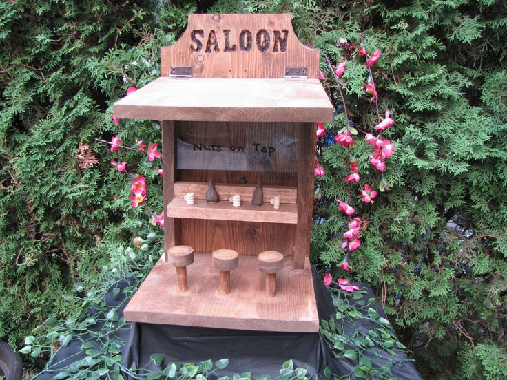 Saloon critter feeder
