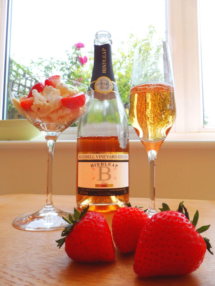 Sweet! Bluebell Brut Rosé & Style champagne glass.