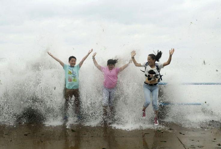 Dopo l'isola giapponese di Okinawa e il nord di Taiwan, il tifone tifone Chan-Hom ha colpito la costa orientale della Cina. Fortunatamente non ci sono state vittime ma gravi danni a oltre 710mila persone. A riferirlo sono le autorità locali. Secondo il Dipartimento di emergenza della provinci