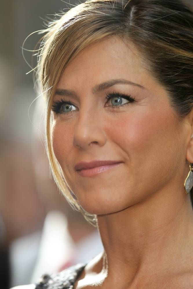 Shining Jennifer Aniston ~a face we know and love so well~ <3