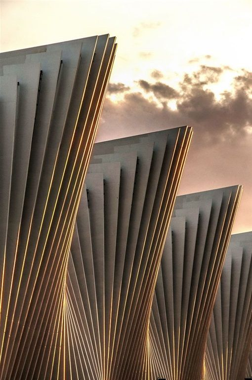 Undulating-Geometric Facade | Santiago Calatrava
