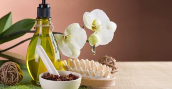 Riparate e nutrite i vostri capelli con un trattamento fai-da-te all'olio di oliva.