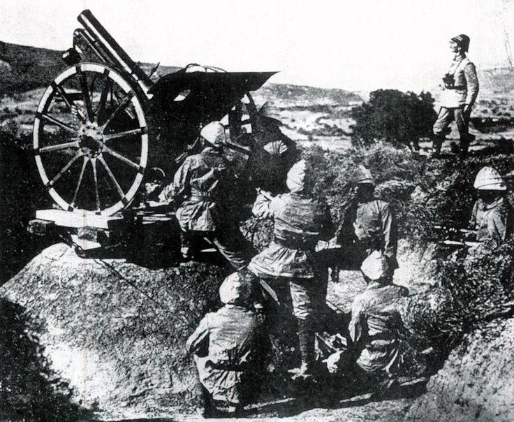 18 Mart 1915 Çanakkale Zaferi'nin Yıl Dönümü, tüm yurtta çeşitli etkinliklerle kutlanıyor. Şehitleri Anma Günü ve Çanakkale Deniz Zaferi'nin 101. Yılında, Anadolu Ajansı Arşivi'ndeki fotoğraflar savaşın hangi şartlarda kazanıldığını gözler önüne seriyor.