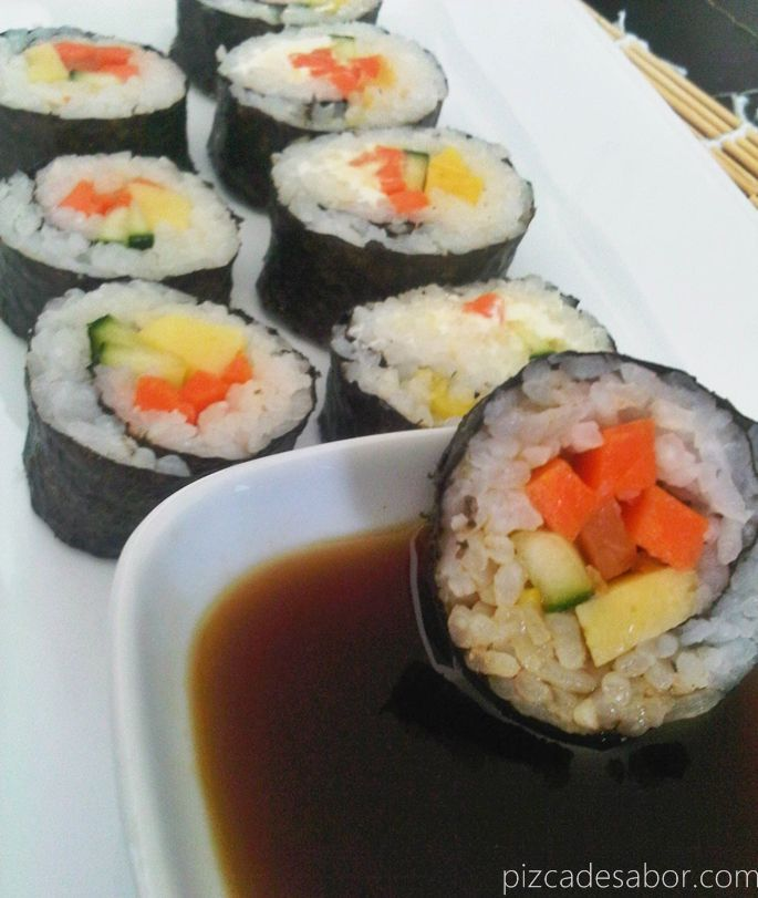 Sushi vegetariano de mango, pepino y zanahoria www.pizcadesabor.com