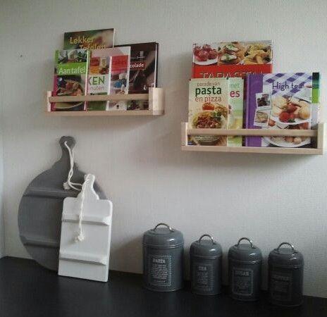 Ikea kruidenrekjes nu in gebruik voor kookboeken. Idee hier opgedaan.