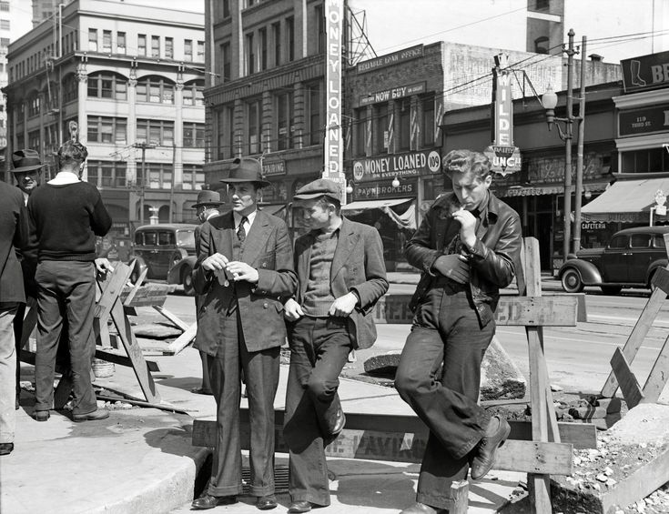 Unemployed men waiting outside the Salvation Army San Francisco April 1939 (2500 x 1922)