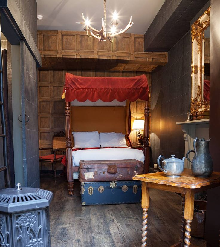 Alohomora: There's a new Harry Potter themed hotel // Whether you're a Potter maniac or just a muggle who wants a glimpse into the life of the wizarding world, the Georgian House hotel, a 163-year-old property near Victoria Station, now has rooms that replicate the famous chambers at Hogwarts.