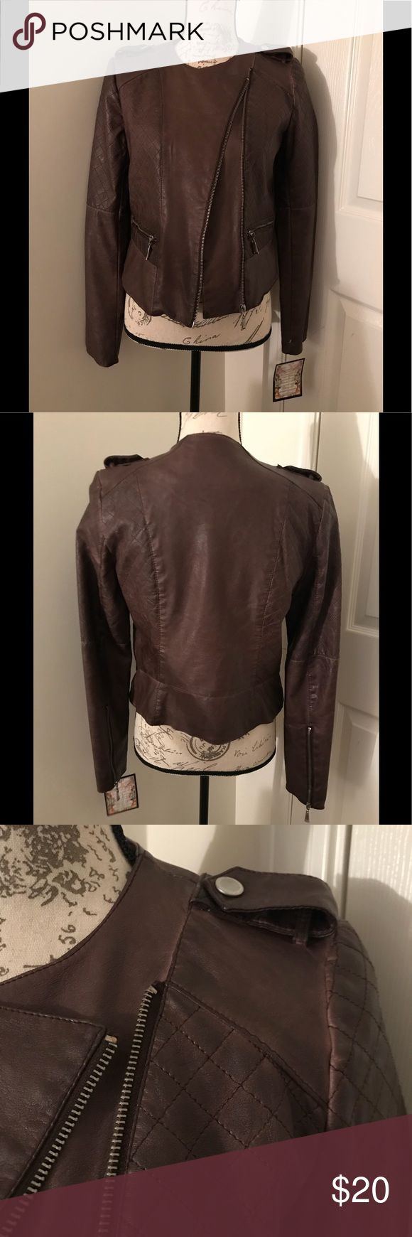 🐻Moto Jacket🐻 -Faux Leather Jacket  -2 small pockets in the front, button detail on both shoulders. Also zips up both sleeves -Chocolate brown in color -New with tag -Size Small  ✅Absolutely NO Trades ✅Same/Next Business Day Shipping  ✅All Items are New/Gently Worn 🐈Comes From a Smoke Free/Pet Free Home Jackets & Coats