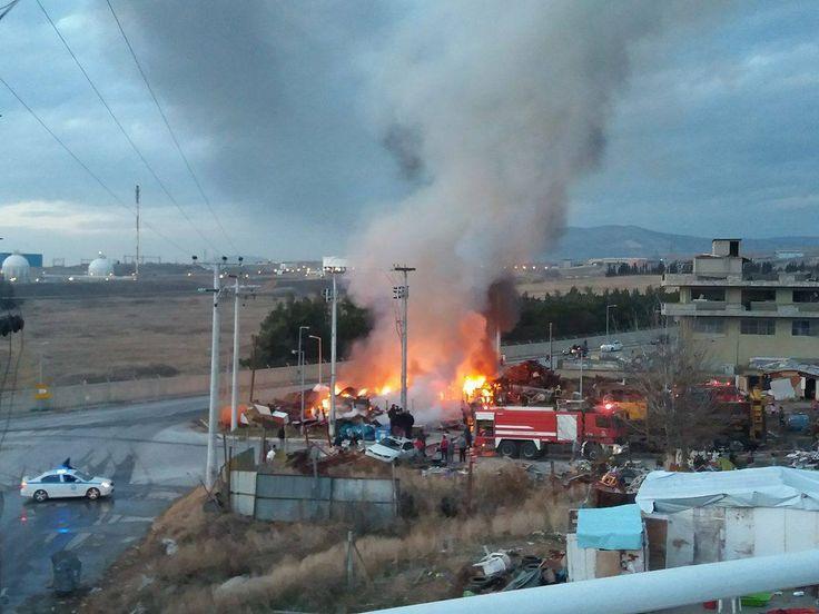 Φωτιά στην παραγκούπολη της περιφερειακής οδού πριν λίγο
