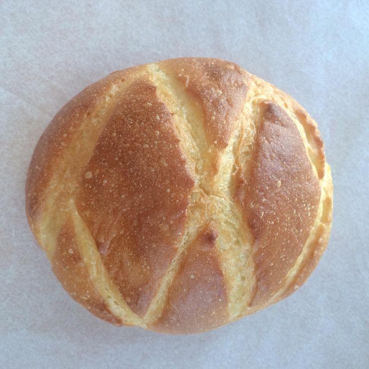 横浜デューカ ディ カマストラ、キタノカオリのバターブール。食パン生地にバター包み。バターロールから砂糖を引き算したような。ちょっともちっとし、引きはなくやわらか。バター豊潤。砂糖を引いた分、キタノカオリ独特やわやわした甘さが顔を出す