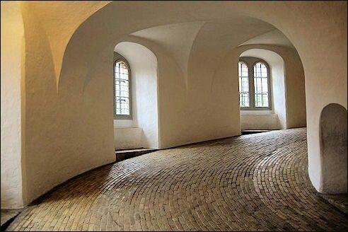Beklimmen ronde toren Kopenhagen