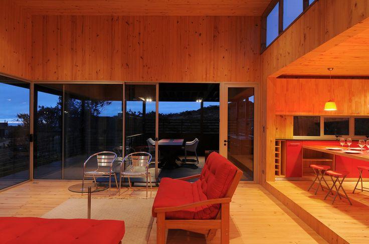 Nicolas loi arquitectos living interior madera pino natural casa playa tunquen