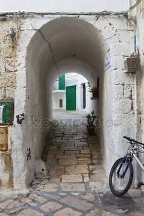 Ruelle. Monopoli. Puglia. Italie Images De Stock Libres De Droits