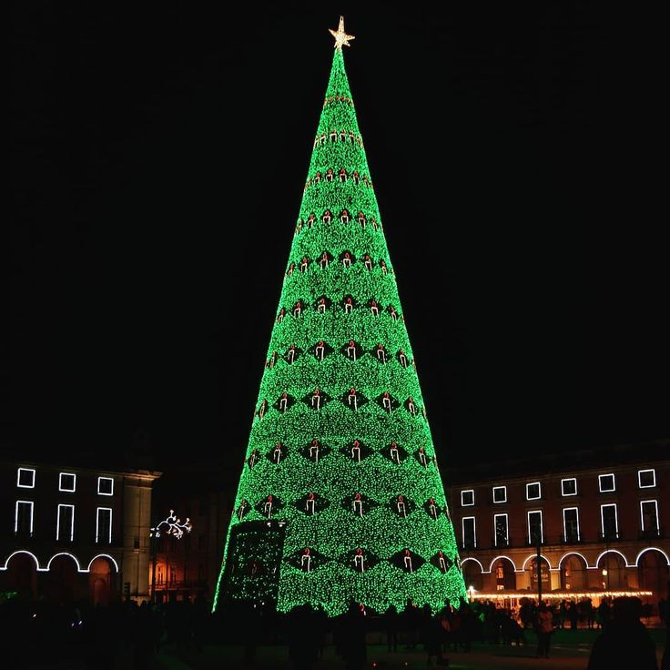 Lisbon Christmas tree  about 30 meters tall and with more than 86000 LED lamps. #arvoredenatal #pinheirodenatal #christmastree #christmaslights #led #ledlights #natal #christmas #instagramcml #pracadocomercio #lisboa #lisbon #lisbonne #lissabon #lisbona #Лиссабон #里斯本 #リスボン #instalike #instalisboa #instalisbon #instatravel #instacool #instagood #welovelisbon #visitlisboa #visitlisbon #visitportugal #portugal #walkinginlisbon