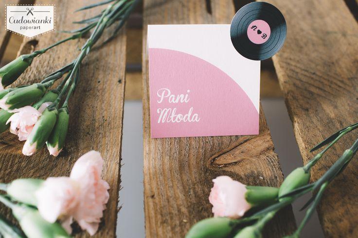 Vinyl wedding place card.   Urocza winietka ślubna z winylem.