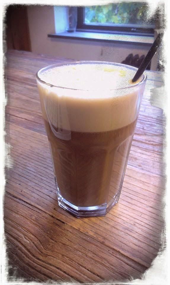 Så er det endnu engang eftermiddag og kaffetid!   Jeg har ellers i lang tid drukket kaffe med piskefløde i ægte LCHF stil, men nu må stilen ...