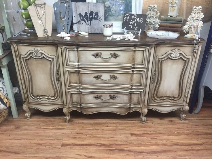 Exquisite dresser by @Kylenesattic in Rocklin, CA!  MudPaint's finish is why customers love it!