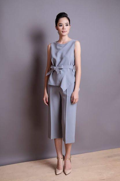 Tham khảo mẫu quần ống rộng (còn gọi là quần culottes). Bạn có thể kết hợp loại quần này với áo sơ mi, áo croptop, áo dáng suông