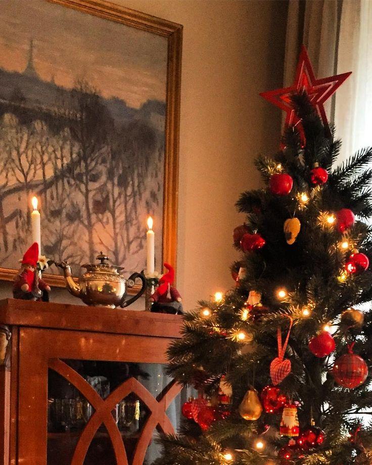 X-mas just around the corner. Madrid 2016 Home Sweet Home #homesweethome #xmas #Navidad2016 #madrid #merrychristmas #christmastree #deco #instadecor #susielindberg