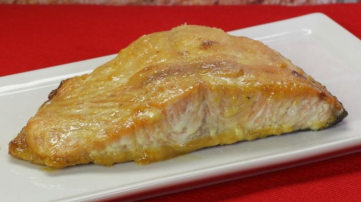 Ricetta Salmone affumicato con senape e miele: Il salmone affumicato con senape e miele è una ricetta un po' articolata, la ricetta giusta se avete voglia di sentirvi come a Masterchef. Provatela!
