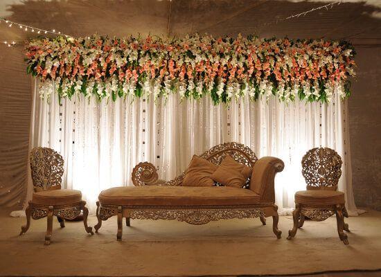 Perfect wedding stage decor be like this... <3 #bookeventz #wedding #marriage #weddingdecor