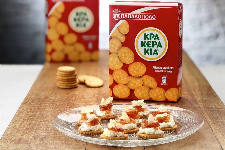 """""""Κρακεράκια"""" ΠΑΠΑΔΟΠΟΥΛΟΥ με κατσικίσιο τυρί, γλυκό του κουταλιού κυδώνι και αμύγδαλο φιλέ"""