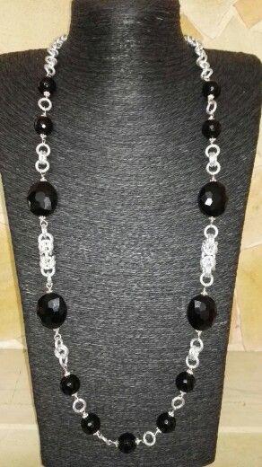 Collana in cristalli neri con tecnica chainmail