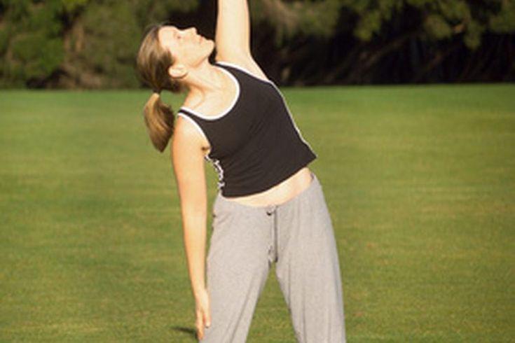 Estiramientos para alinear la columna. La alineación de columna es la colocación de la columna vertebral en relación a otros segmentos del cuerpo. La alineación, junto con la postura y colocación, conforman las bases de todos los movimientos. La alineación apropiada resulta en movimientos ...
