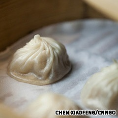 Din Tai Fung Dumpling House (鼎泰豐小籠包)    Xiaolongbao may be a Shanghainese delicacy, but some argue that the Taiwanese perfected it. Taiwanese restaurant Din Tai Fung does its Shanghai comrades proud with their succulent pork soup dumplings.