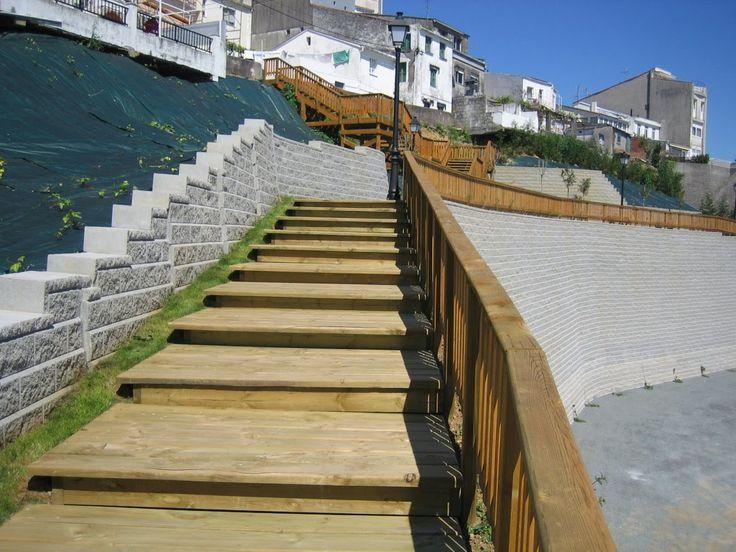 El Sistema de Muros de Contención Allan Block fue el elegido para consolidar un talud de terreno que sufría frecuentes desprendimientos en el Puerto de Fontán, Ayuntamiento de Sada (A Coruña).