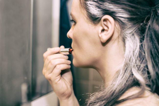 Tips para cuidar del cabello canoso, gris o blanco