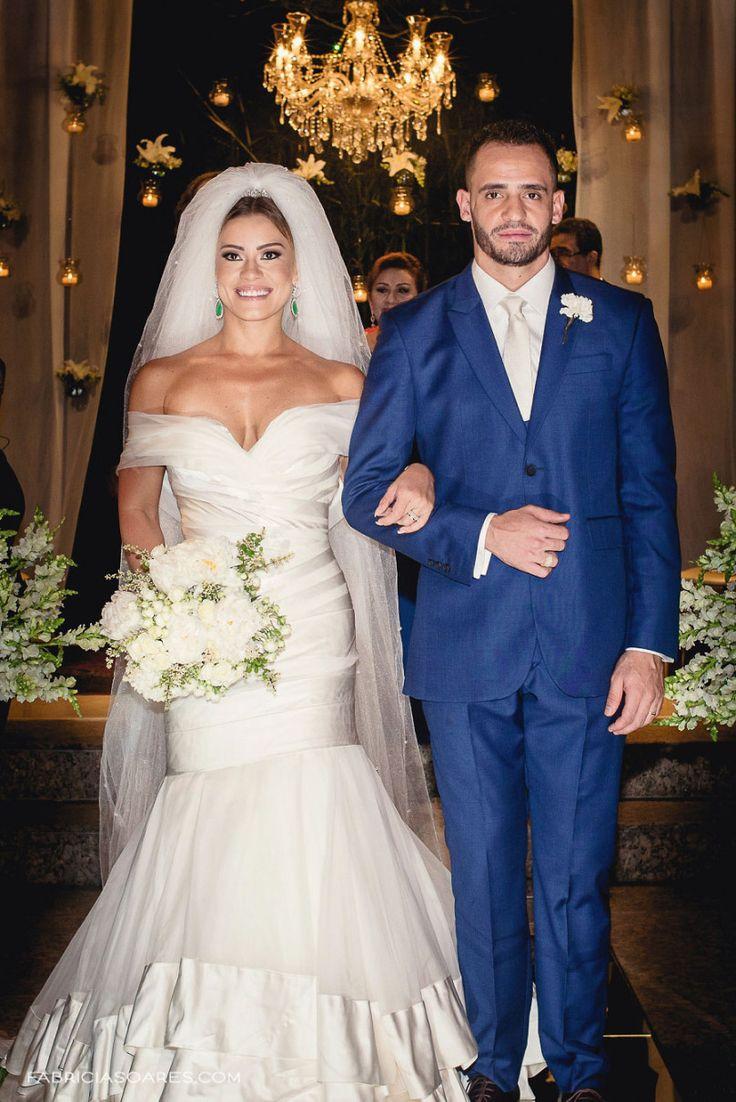 Vestido Marie Lafayette. Terno Camargo Alfaiataria. Fernanda e  Renato Augusto.