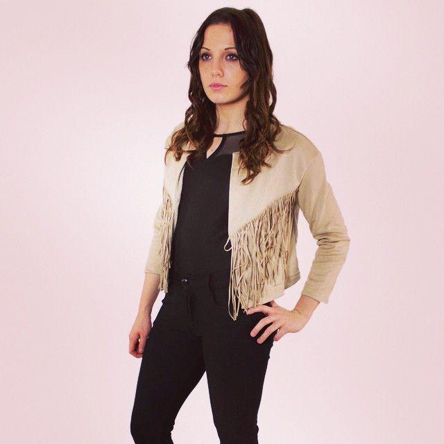 Petite veste a franges bientôt dispo  #zonedachat #mode #fashion #ootd #girl #cowboy #franges