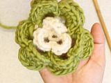 """DROPS Extra 0-732 - Crochet DROPS flowers for Christmas in """"Cotton Viscose"""" and """"Glitter"""" - Free pattern by DROPS Design"""